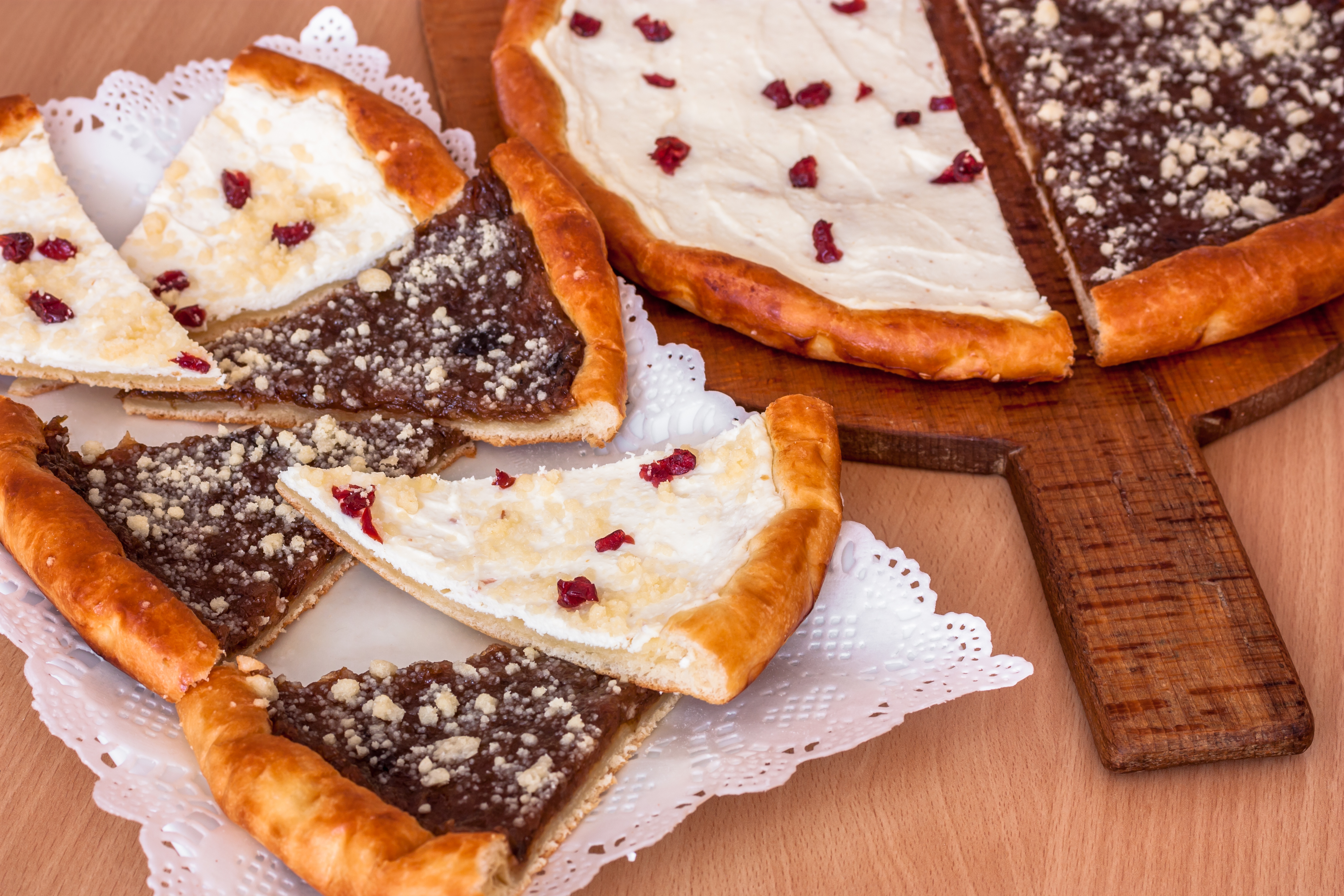 Wallachian frgál: from pastry fail to national specialty