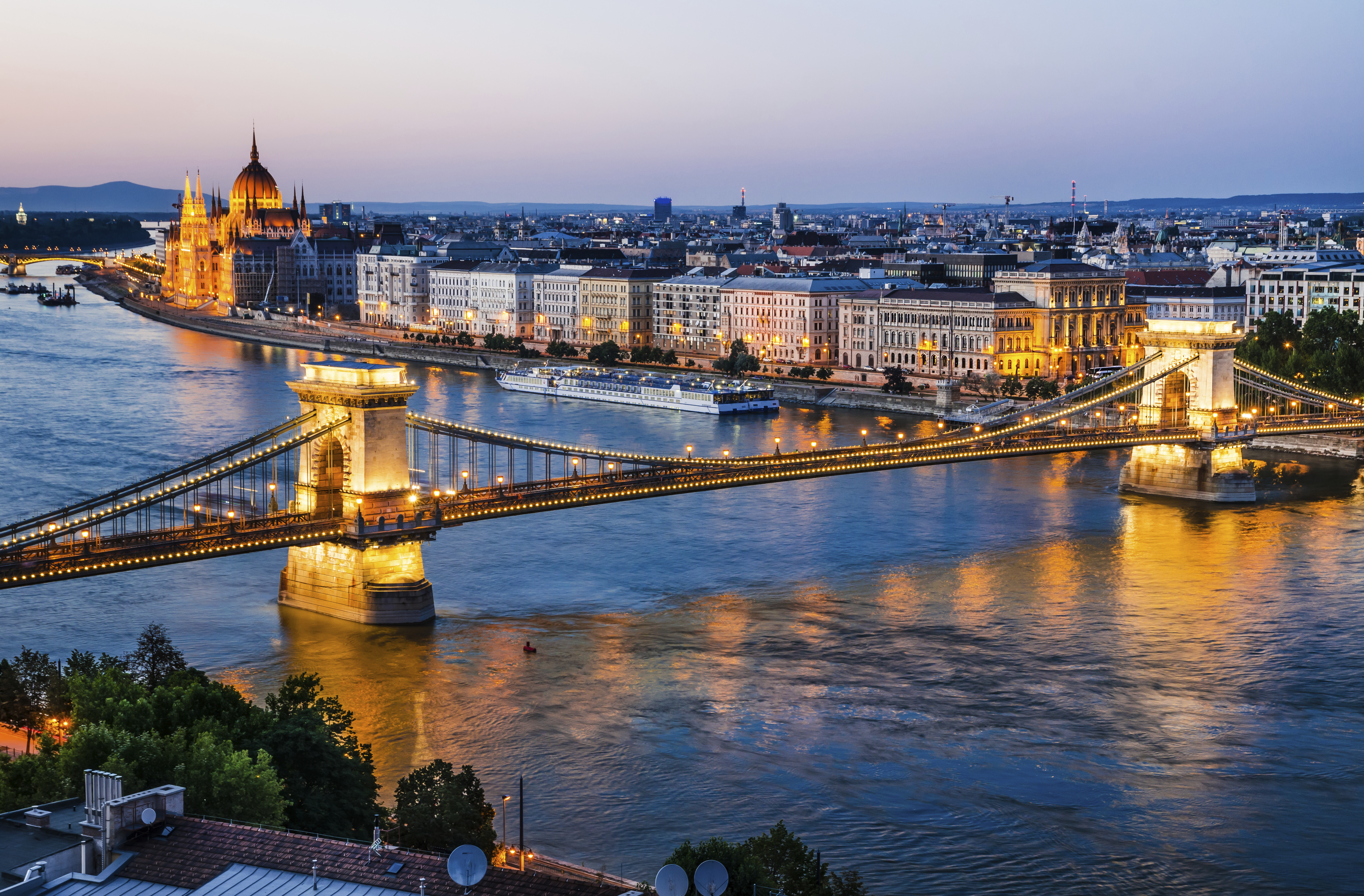 Hungary as a solid business location: Closing in on Poland, outpacing Romania